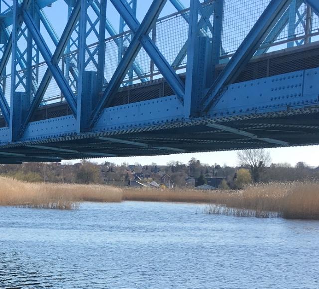 2326Gåtur ved åen i Randers